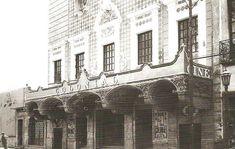 ¿Será cierto que todo tiempo pasado fue mejor? A continuación mostramos algunos de los legendarios cines de la Ciudad de México, muchísimo tiempo antes de que nos inundaran las cadenas de multicinemas.