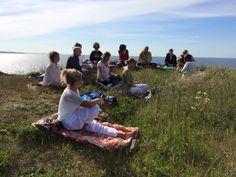 Santhi Yoga Retreat i Klint   15. - 21. august 2016 - Vær med når Santhi Yoga udfolder den dybe indiske visdom om enhed gennem yoga, meditation og spirituel fordybelse.