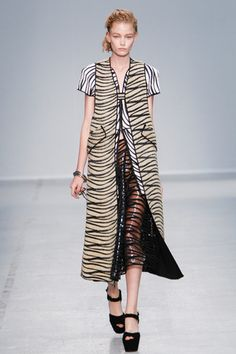 Véronique Leroy Spring 2014 Ready-to-Wear Collection Slideshow on Style.com