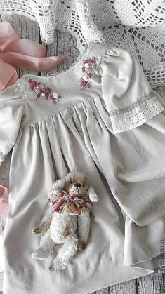 Baby Girl Dresses, Baby Boy Outfits, Baby Dress, Cute Dresses, Kids Outfits, Hand Embroidery Tutorial, Embroidery Flowers Pattern, Cute Baby Clothes, Doll Clothes