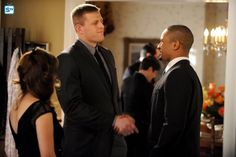 "#NewGirl 4x19 ""The Right Thing"" - Coach is excited to meet J.J. Watt (as himself)"