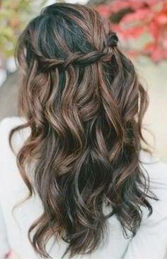 We love this waterfall wedding hair look