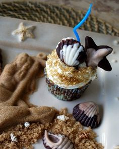 Beach cupcakes with marbled chocolate accents. Totally adorable!