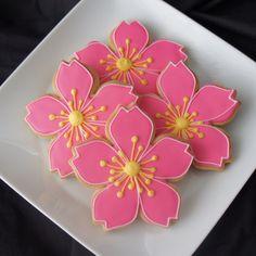 日本人のおやつ♫(^ω^) Japanese Sweets 桜花型クッキー Cherry blossom cookies