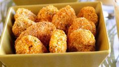 Crunch your way through a bowl of these crispy chicken nuggets with tangy mustard sauce. Greek Recipes, New Recipes, Cooking Recipes, A Food, Food And Drink, Low Sodium Recipes, Food Shows, Crispy Chicken, Chicken Nuggets