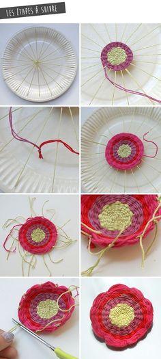Au programme du jour : le bac de philo bien sur, mais aussi un atelier qui plaira autant aux mamans quaux enfants : le tissage dune fleur . Yarn Crafts, Diy And Crafts, Arts And Crafts, Weaving Projects, Craft Projects, Diy For Kids, Crafts For Kids, Loom Knitting, String Art