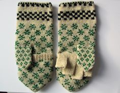 Mittens and gloves yes! Crochet Mittens, Fingerless Mittens, Crochet Yarn, Wool Gloves, Knitted Gloves, Fair Isle Knitting Patterns, Knitting Stitches, Hand Wrist, Textiles
