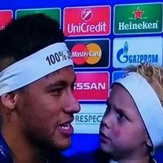 """Neymar talking Spanish, Davi's face is priceless  Boa noite ❤️"""