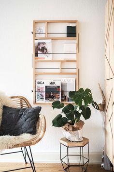 Wohnzimmer-Update: Werfe einen Blick in unser aktuelles Wohnzimmer und gewinne eine tolle Decke von Elmas Home. Skandinavischer Wohnstil | Wohnzimmer einrichten Ideen | Zeitschriftenhalter | Ypperlig Kollektion IKEA | Korbstuhl | paulsvera