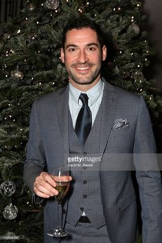 tom-ellis-attends-the-gosh-gala-in-aid-of-great-ormond-street-at-picture-id459898768 (683×1024) Richard Beckinsale, Sean Connery 007, Chloe Decker, Tom Ellis Lucifer, Lauren German, Bradley Simpson, Dan Stevens, Taylor Kinney, Movies