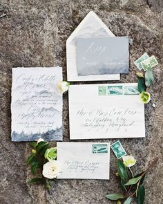 Hand painted mountains for a #cabininthewoods vow renewal? Yes please! Loved working with these amazing vendors.  Hope to do it again soon! @bonnielikesphotos (photo) @claireduranweddingsandevents (planning and design) @georgetownbride (hair and makeup) @juliehacalligraphy (paperie/calligraphy) @sophiefelts (flowers) @marigoldgrey (welcome basket) @ruedeseine via @lovelybride (gown) @43layers (engraved vows and tray) @mimismochatreats (cake) @oliviaewingjewelry (ring) @honeysilksco (ribbon)…