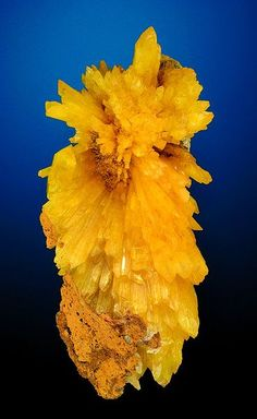 Radiating cluster of Legrandite crystals (zinc)