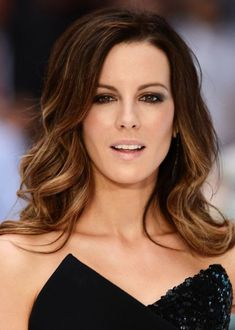 Actress Kate Beckinsale keeps her look chic and sophisticated with a subtle brunette ombre hairstyle. We love the gradual lightening of her locks, and the sexy waves that frame her face. To get Kate's subtle ombre fade, ask your stylist to add layers of highlights to the ends of your locks until you're happy with the intensity of your lighter tips