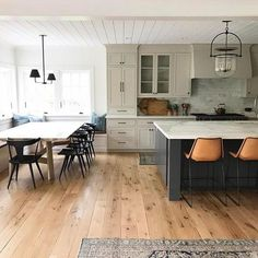 Cozy Home Interior Find kitchen remodel ideas with pictures from Jbirdny for kitchen cabinets, countertops, backsplashes, islands and more. Classic Kitchen, New Kitchen, Kitchen Dining, Kitchen Decor, Kitchen Ideas, Wood Floor Kitchen, Kitchen Designs, Awesome Kitchen, Dining Table