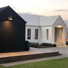 Gorgeous Modern Barn Home Ideas - House Topics Architecture Design, Residential Architecture, Exterior Design, Interior And Exterior, Exterior House Colors, Scandi Home, Modern Farmhouse Exterior, Modern Barn, Facade House