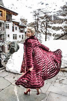 Dellera Pellicce in occasione della Vogue Fashion's Night Out che si svolgerà lunedì 20 settembre presenterài capi cult della collezione…
