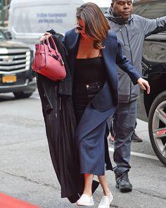 @selenagomez arriving at her hotel in New York City! [May 1]  #SelenaGomez llegando a su hotel en Nueva York! [Mayo 1]  #Selena #Selenator #Selenators #Fans #NYC