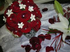 red and white bridesmaid bouquet