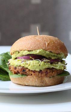 Burger végétarien aux haricots noirs, patates douces et double guacamole   Morgane Who: