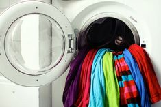 Keep laundry from fading with these 4 simple tips that you have sitting around your house already!