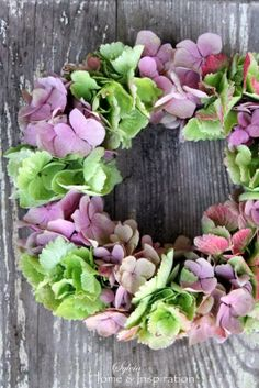 green and pink hydrangea. Hortensia Hydrangea, Hydrangea Wreath, Pink Hydrangea, Floral Crown, Floral Flowers, Floral Wreaths, Nothing But Flowers, Petal Pushers, Fall Wreaths