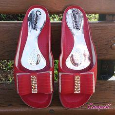 O vermelho é uma das cores vibrantes e fortes do verão 2015. Combina muito com o verão, por ser uma cor quente e dá um ar alegre ao look. Diz pra gente, você curte vermelho? #Campesí #shoes #vermelho #tendência #red #sapatos #primaveraverão