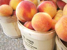 easy peach crisp via daniella marie Fruit And Veg, Fruits And Veggies, Vegetables, Easy Peach Crisp, Canadian Food, Delicious Fruit, Tasty, Yummy Food, Just Peachy