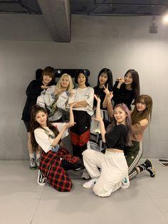 Everglow with Lia Kim At Dance Studio Kpop Girl Groups, Korean Girl Groups, Kpop Girls, K Pop, 1million Dance Studio, Clothing Studio, Gfriend Sowon, Fandom, Yuehua Entertainment