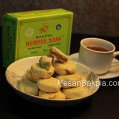 Bakpia Kurniasari Kacang Hijau, paling pas disajikan dengan teh :D nikmat