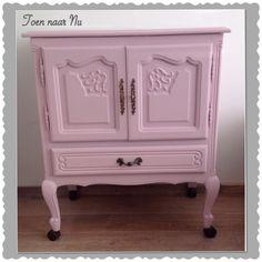 Barok / Queen Anne kastje in roze