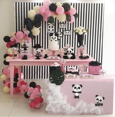 I love this panda party! -See more Panda Party ideas on B. Panda Birthday Party, Panda Party, 1st Birthday Girls, 1st Birthday Parties, Gender Neutral Baby Shower, Baby Boy Shower, Birthday Decorations, Baby Shower Decorations, Panda Baby Showers