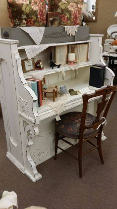 Repurposed Vintage Piano into a Gorgeous Desk - the shabby white really highlights the details in the piano structure - love this! piano bar and piano home decor Refurbished Furniture, Repurposed Furniture, Shabby Chic Furniture, Furniture Projects, Furniture Making, Furniture Makeover, Painted Furniture, Diy Furniture, Rustic Furniture