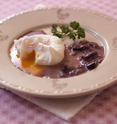 The easy recipe for poached eggs in sauce meurette or bourguignonne. I pocket … - Recipes Easy & Healthy Easy Healthy Recipes, Easy Meals, Bourguignon, Cuisine Diverse, Poached Eggs, Cocktail Recipes, I Foods, Cravings, Brunch