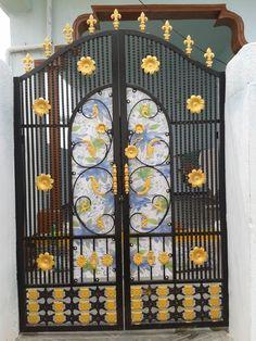 Window Grill Design Modern, Grill Door Design, Modern Design, House Main Gates Design, Front Gate Design, House Design, Front Gates, Entrance Gates, Iron Fence Gate