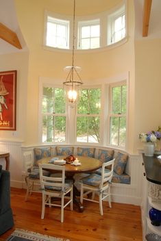 breakfast nook - like the paneling all around