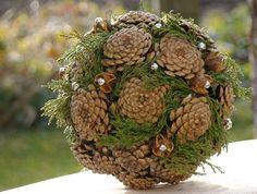 Diy outdoor christmas ornaments pine cones 29 ideas for 2019 Pine Cone Art, Pine Cone Crafts, Pine Cones, Holiday Crafts, Pine Cone Decorations, Outdoor Christmas Decorations, Deco Floral, Arte Floral, Christmas Time