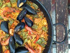 Die schönsten Restaurants mit Meerblick auf Mallorca - COOKIES FOR MY SOUL Paella, Restaurants, Ethnic Recipes, Places, Food, Fish Dishes, Food Menu, Majorca, Easy Meals