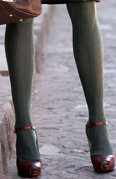 60 Ideas For Heels With Socks Outfit Stockings Green Tights, Tights And Heels, Colored Tights, Opaque Tights, Look Fashion, Fashion Shoes, Womens Fashion, Street Fashion, Girl Fashion
