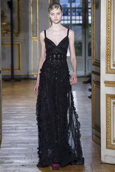 See the complete Zuhair Murad Fall 2017 Ready-to-Wear collection.
