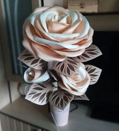 Paper Flower Patterns, Paper Flowers Craft, Flower Crafts, Shabby Flowers, Fabric Flowers, Flower Lamp, Giant Flowers, Table Games, Tea Party