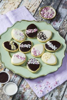Easter Art, Food Decoration, Easter Cookies, Royal Icing, Gelato, Italian Recipes, Sweet Tooth, Sweets, Cooking