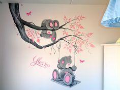 Wil je een super gave babykamer muurschildering laten maken? Ik heb veel ervaring en een uitgebreid portfolio, bijvoorbeeld van me to you.