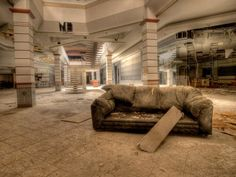 Abandoned Mall #3 - Rolling Acres Mall: Akron, Ohio - Completely Surreal Photos Of America's Abandoned Malls