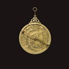 Maroc, Fès, XIVe siècle, par Muhammad ibn Qâsim al-Qurtubî, astrolabe en laiton, diam. 25,2 cm. Frais compris : 312 480 €. Lundi 2 février, salle 14 - Drouot-Richelieu. Tessier & Sarrou & Associés SVV. M. Turner.