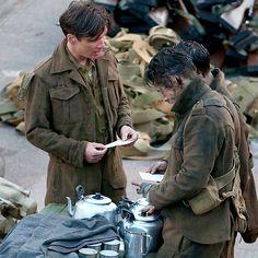 Cillian Murphy and Harry Styles in Dunkirk Dunkirk Cast, Dunkirk Movie, Dunkirk Alex, Serie Peaky Blinders, Harry Styles Dunkirk, Fionn Whitehead, Christopher Nolan, My Life Style, Cillian Murphy