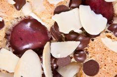 A bögrés sütiknél nincs egyszerűbb a Földön: ez a változat szinte elronthatatlan, és garantáltan készen van fél óra alatt. Friss gyümölccsel még nyáriasnak is tekinthető, bár kalóriaszegénynek a csoki és a mandula miatt semmiképpen. Én nyírfacukorral... Pudding, Keto, Desserts, Food, Tailgate Desserts, Deserts, Eten, Puddings, Postres