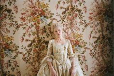 Kirsten Dunst, Marie Antoinette...exquisite wallpaper