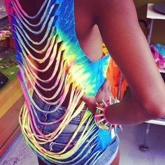I'm definitely making this DIY shirt this summer. dont usually like the cut up shirts but with the tie dye, its awesome Cut Up Shirts, Tie Dye Shirts, T Shirt Yarn, T Shirt Diy, Tunic Shirt, How To Cut Tshirt, Diy Cutout Shirt, Ripped Shirts, Band Shirts