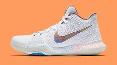 Nike just released images of their new EYBL Kyrie and and Foot Locker confirmed they'll be released in-store on May So far the only announced location is House of Hoops Harlem, NYC; online availability is not yet known. Zapatillas Nike Basketball, Zapatillas Nike Jordan, Kobe Shoes, Nike Air Shoes, Girls Sneakers, Girls Shoes, Sneakers Nike, Girls Basketball Shoes, Nike Volleyball Shoes