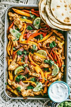 Restaurant fajitas at home! You just need one large sheet pan and an endless amount of tortillas and guac! Restaurant fajitas at home! You just need one large sheet pan and an endless amount of tortillas and guac! Chicken Fajita Rezept, Chicken Fajitas, Chicken Recipes, Sausage Recipes, Turkey Recipes, Ramen Recipes, Chicken Meals, Crockpot Recipes, Salad Recipes